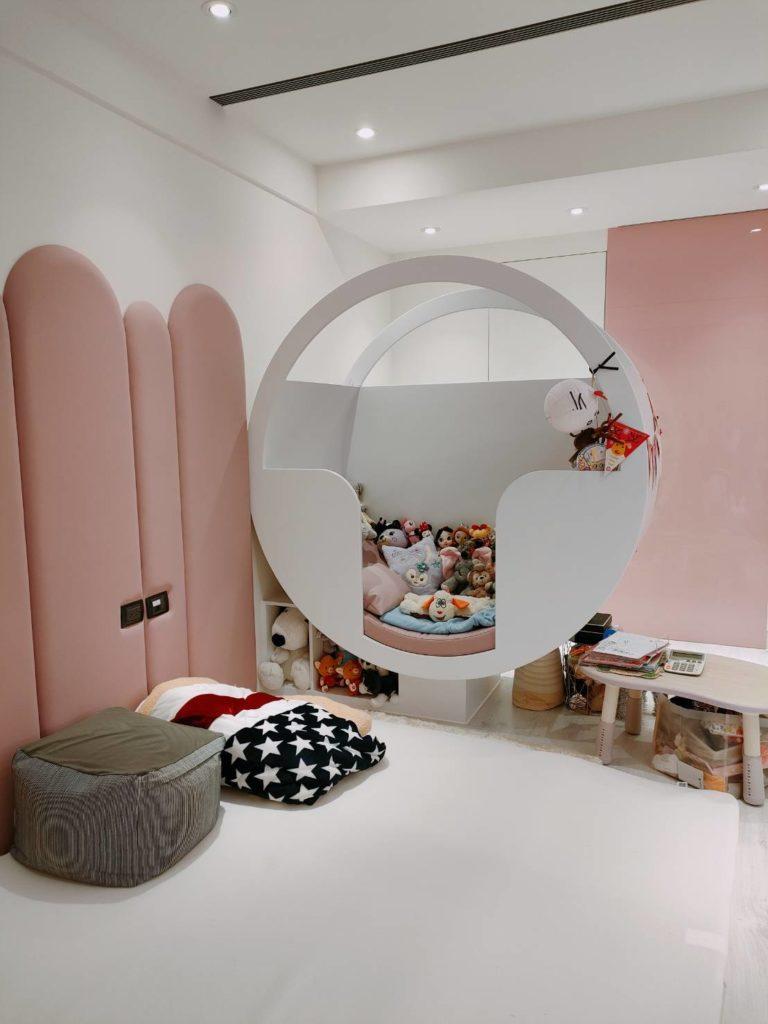 斥資8千萬的大直豪宅打造夢幻公主房,還設有摩天輪車廂,希望訓練女兒分房睡