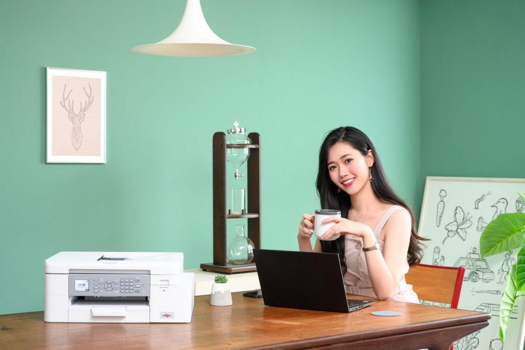 威力印輕連供印表機美型高效能!打造優質白色系居家辦公環境