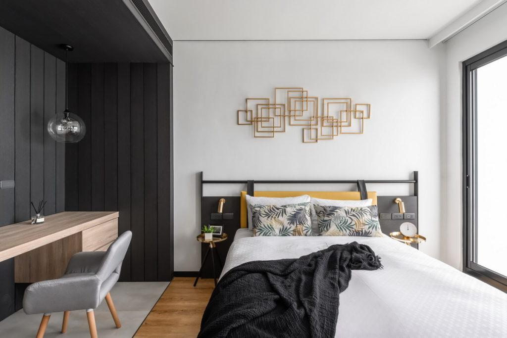 「墾丁」的「海都旅店」以灰白色調為主,風格簡約深受旅人喜愛。(圖片由Booking.com提供)