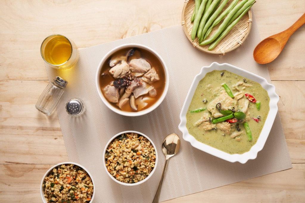 桂冠營養研究室的「美味健力餐」,內有湯品、主食、醬料,葷素食皆備,讓消費者可依