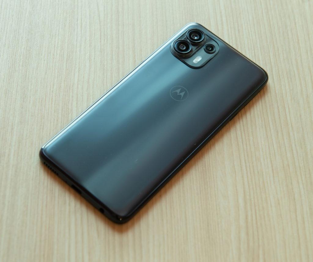 Motorola edge 20 fusion,8GB+128GB版本建議售價NT9,990元;搭配台灣大哥大指定5G方案手機只要NT0元起。