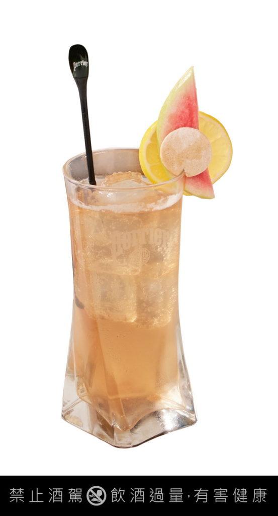 「紅心琴菲士Red Guava Gin Fizz」以琴酒與法國沛綠雅檸檬芭樂氣泡綜合果汁巧妙變化調酒
