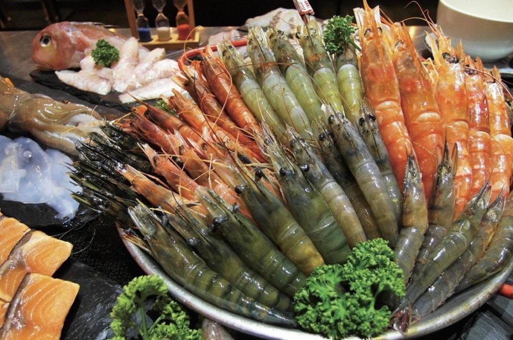 Global Mall新北中和推八海食潮「萬國蝦霸總匯組合」原價1,450元,外帶優惠價599元