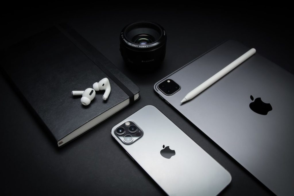 前往傑昇通信門市使用振興券早鳥優惠,購買蘋果iPhone 12 Pro Max(256GB)現省5,810元、AirPods Pro也只需5,690元即可入手,再送500元配件購物金。