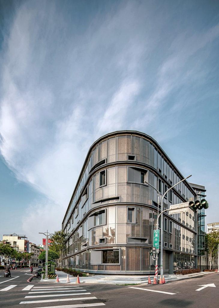 新圓弧立面照片_嘉義市立美術館提供,攝影師朱逸文