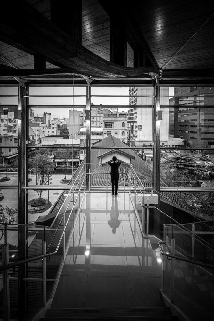 樓梯懸挑平台_照片嘉義市立美術館提供,攝影師朱逸文