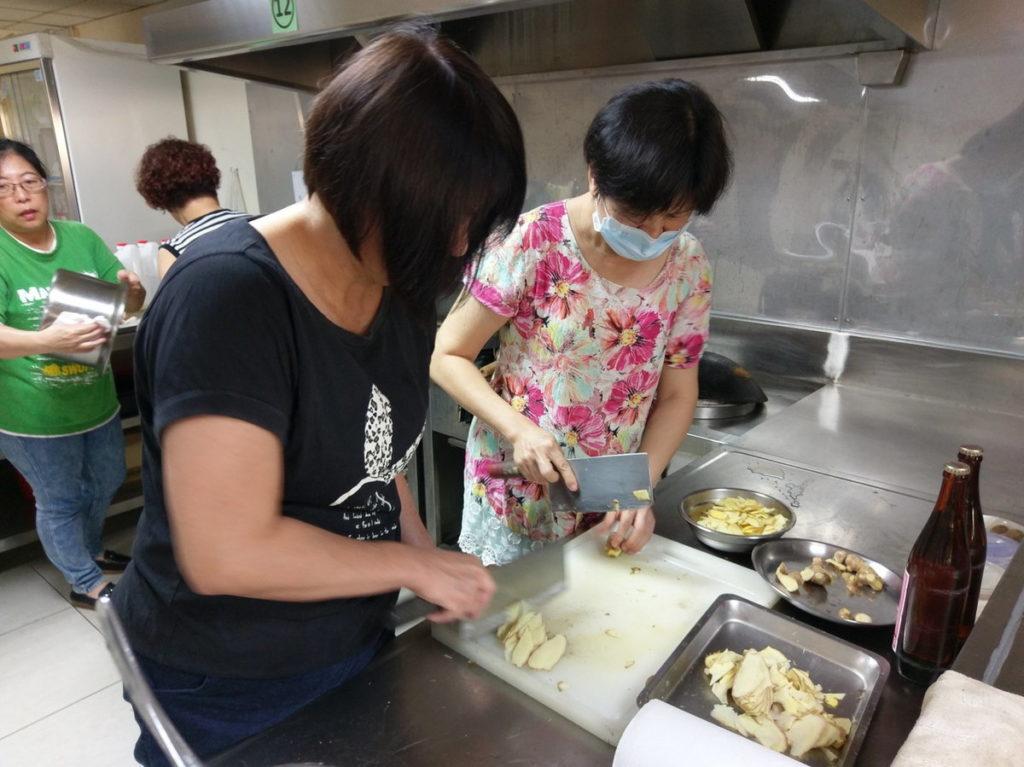 (疫情前資料照)嘉義市居家托育服務中心月子餐訓練課程