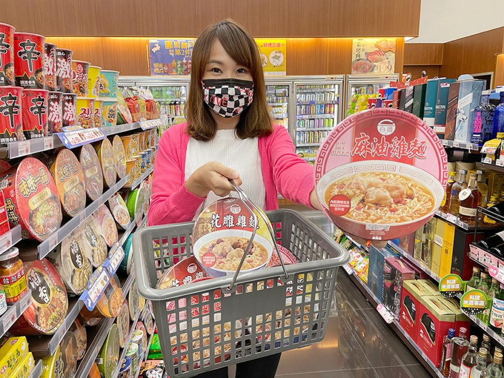 萊爾富規畫300元振興專區,提供指定泡麵、雞精、沖調早餐穀物、冷凍商品等,最低6.5折起