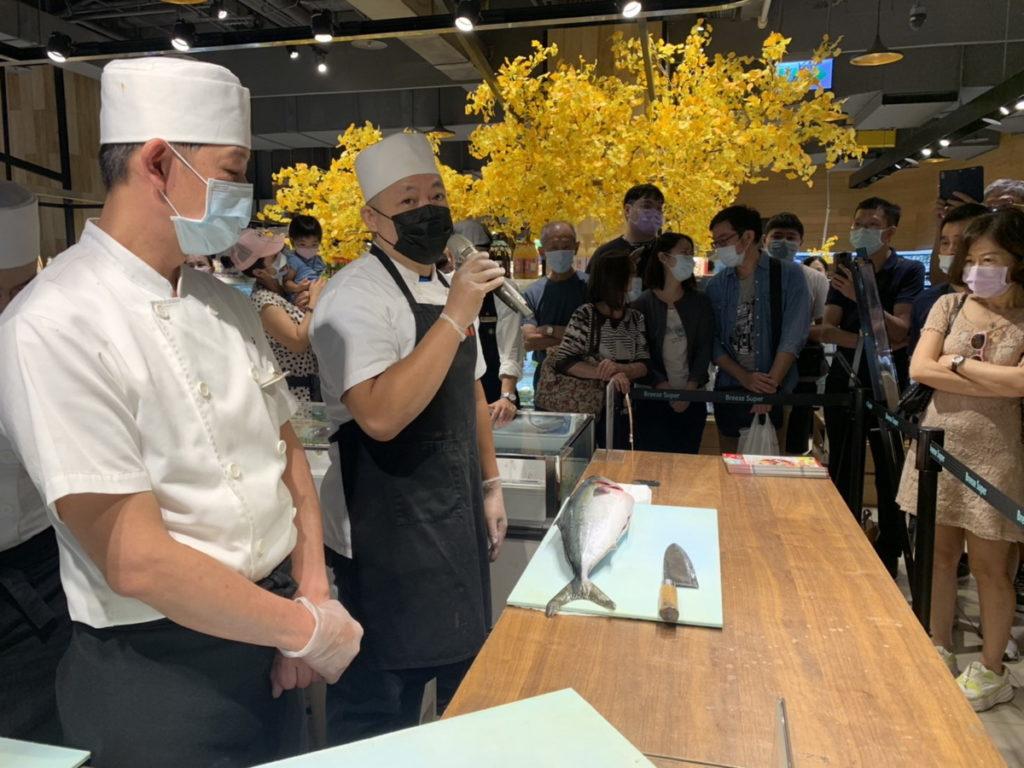 微風超市 日本大分縣 職人鰤魚解體秀 吸引消費者搶購